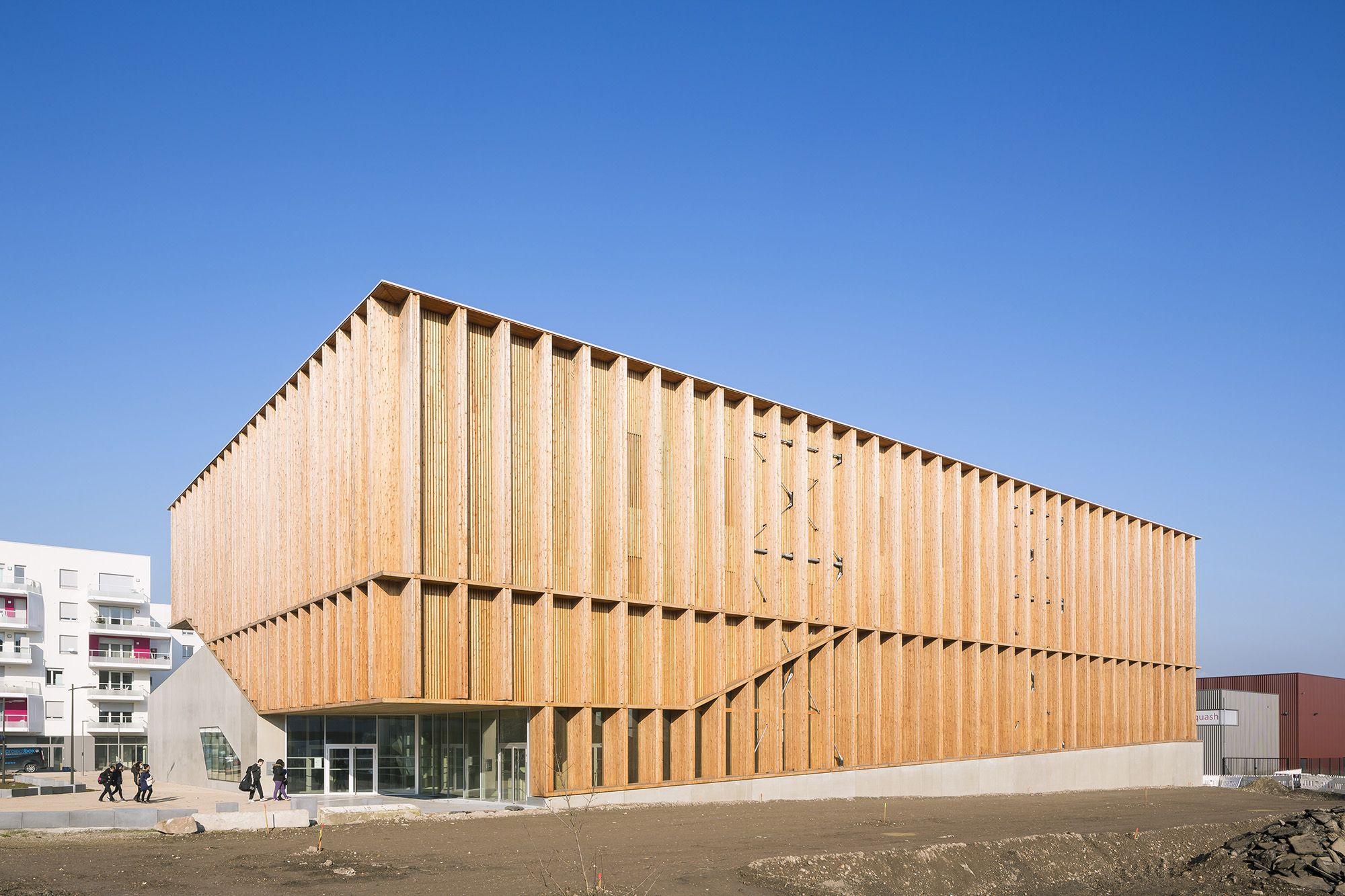 Muitas vezes Vertikal rhythmisiert: Sporthalle von Atelier Zündel Cristea  KM94