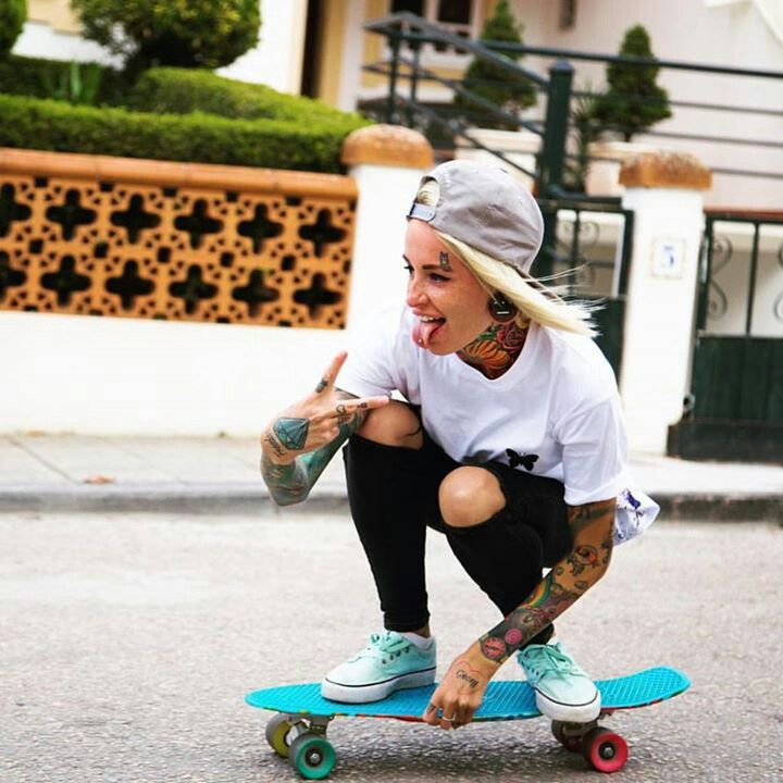 Valya Bantik    Bantik Boy   Skater girl outfits, Skater