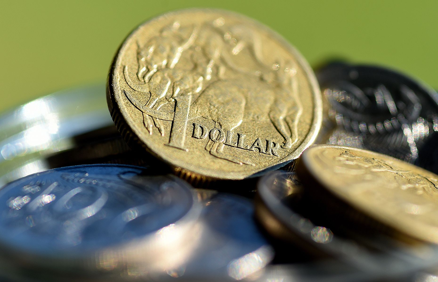 How to win from the falling dollar financial stress