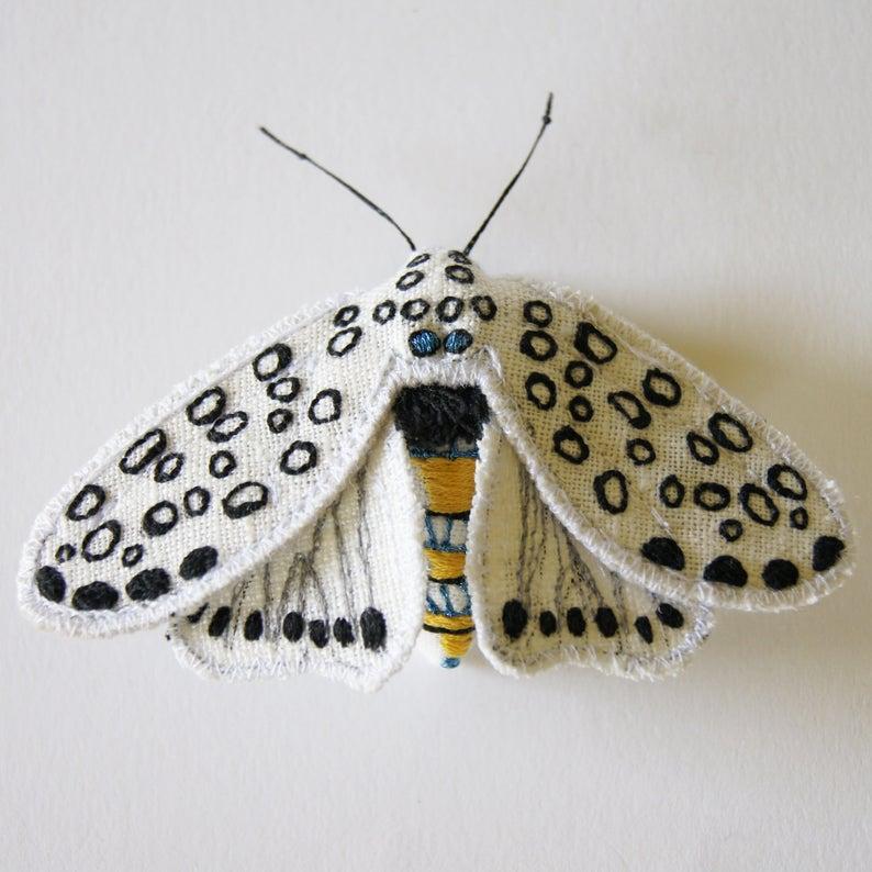 Riesige Leopard Tiger Motte Textil Statement Faser Brosche Entomologie Naturgeschichte Wald Zubehor Luxus Geschenk Kreatur Der Nacht Tiger Moth Etsy Und Motte
