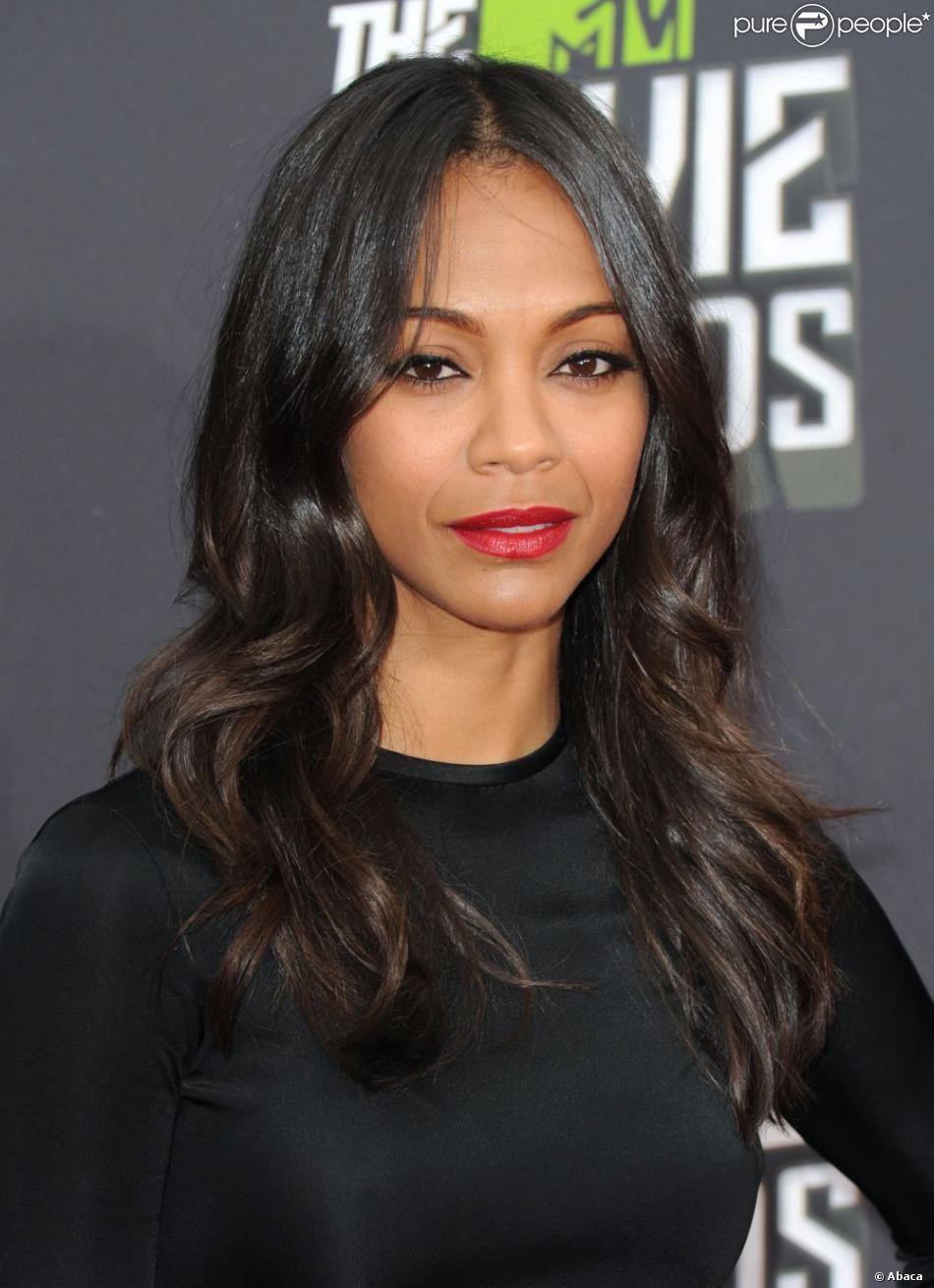 Zoe saldana assiste aux mtv movie awards dans un look givenchy