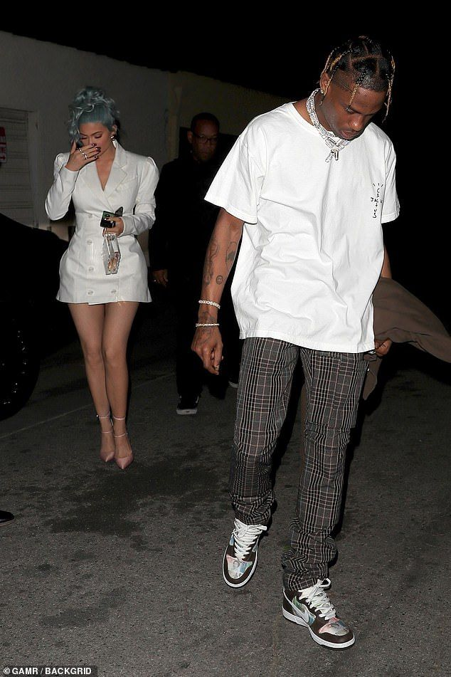 Kylie Jenner And Travis Scott Step Out For New Year S Eve Dinner Travis Scott Outfits Travis Scott Fashion Fashion Teenage