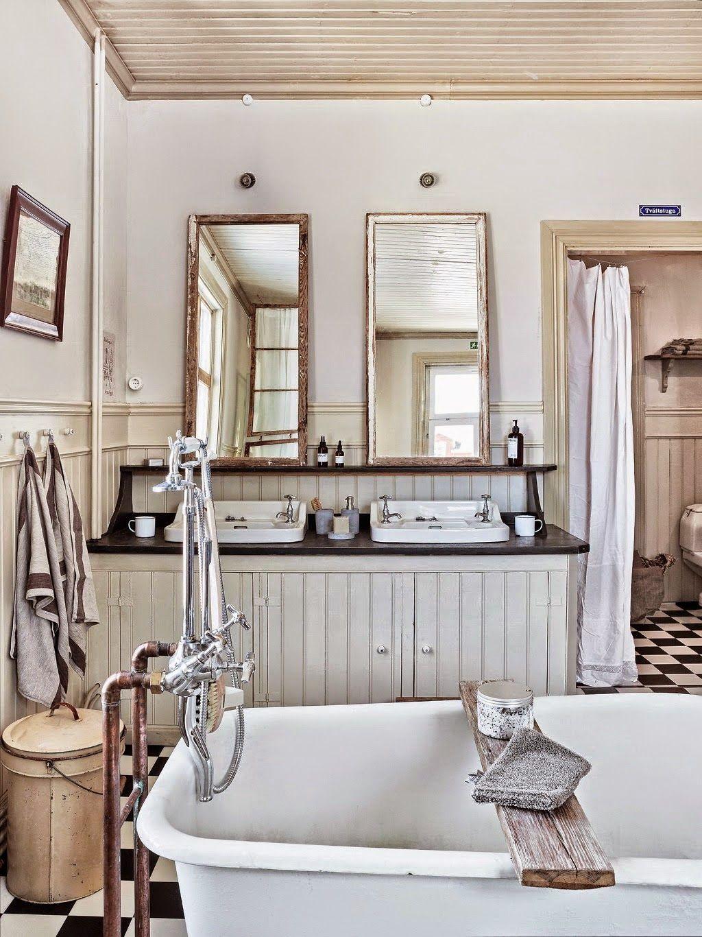 Une salle de bains rétro | Pallet furniture, Shabby and Master bathrooms