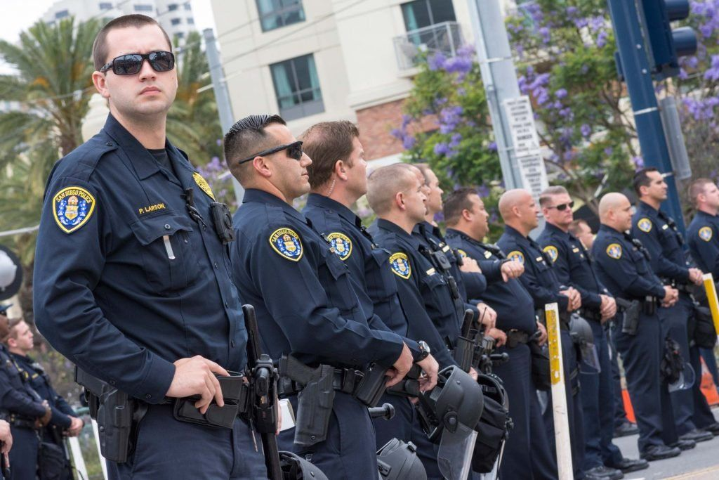 45 Things Police Officers Want You To Know Police Officer Police Police Uniforms