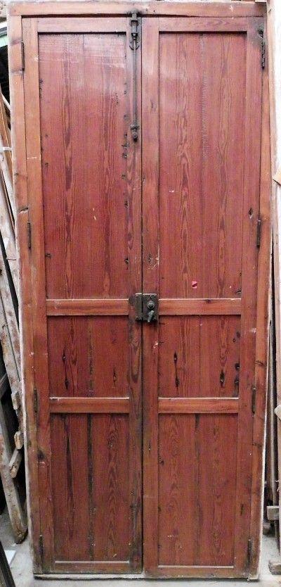 Puerta de interior de doble hoja, recuperada. Marco cerrado por ...