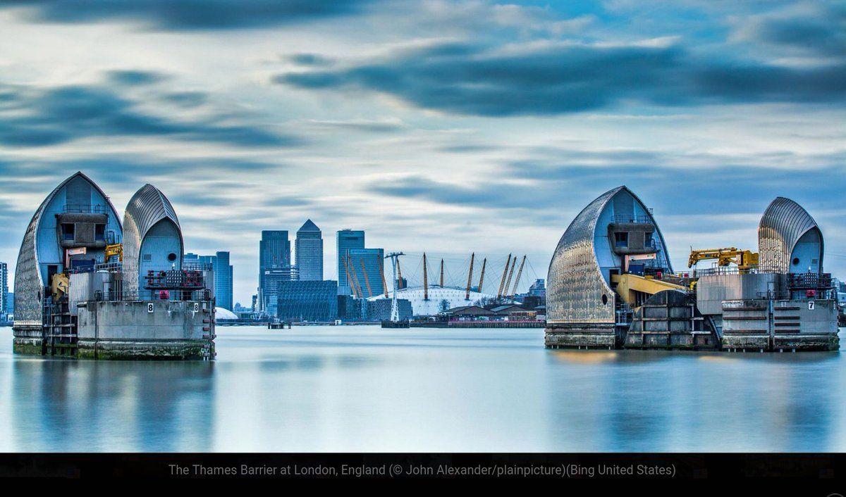 Windows 10 login screen Thames barrier