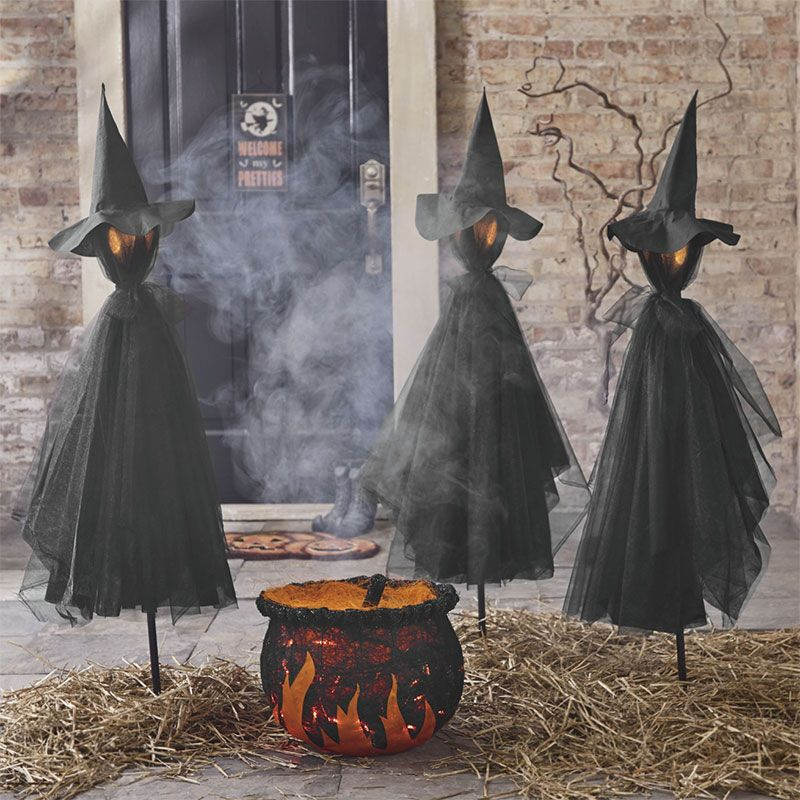 Spooky And Creative Outdoor Halloween Decorating Ideas