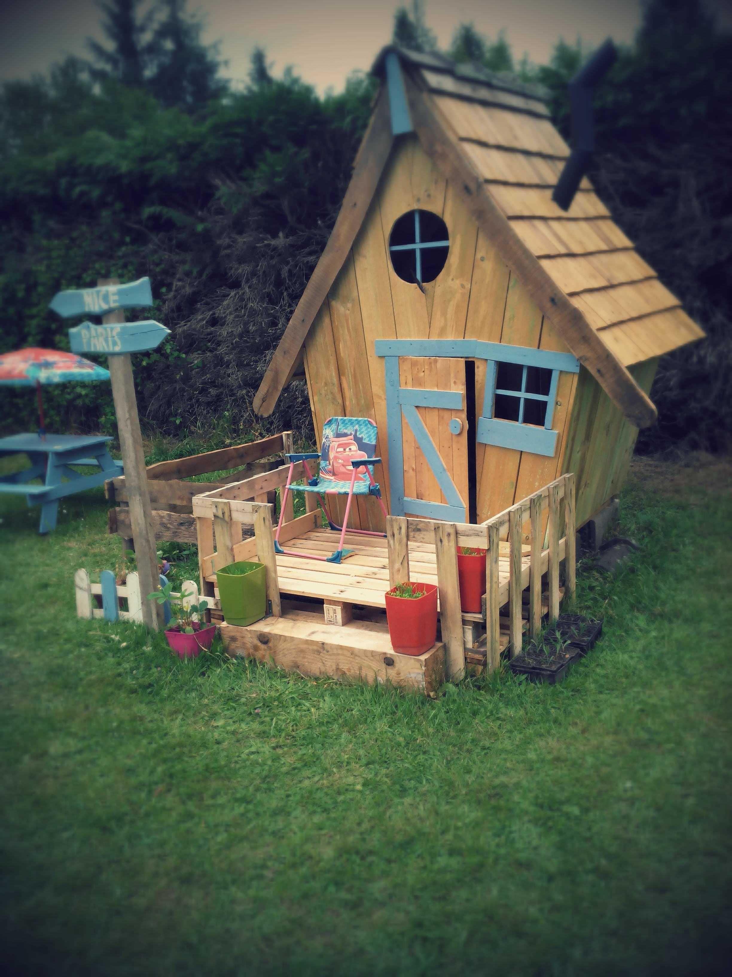 Cabane Enfants Facon Tim Burton Fairy Tale Kids Pallet Hut From 11 Pallets 1001 Pallets Kinderspielhaus Kinder Garten Spielhaus Garten