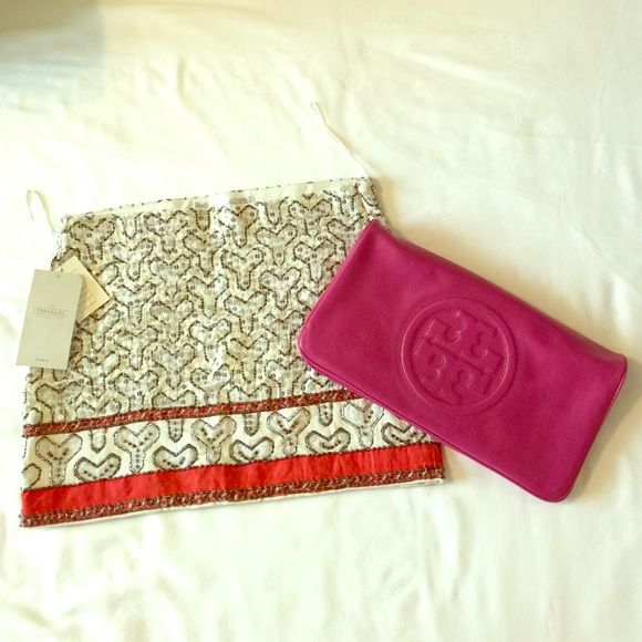 """Tory Burch Bombe Reva Clutch- Pop Pink • Accent your look with a pop of pink • Glossy leather with raised leather logo detail • Gold chain shoulder strap, detachable • 2 zip compartments inside with logo pulls • Magnetic closure • 7""""H x 12""""W x 1/2""""D • 9"""" strap drop • Looks like new, in very good condition Tory Burch Bags Clutches & Wristlets"""