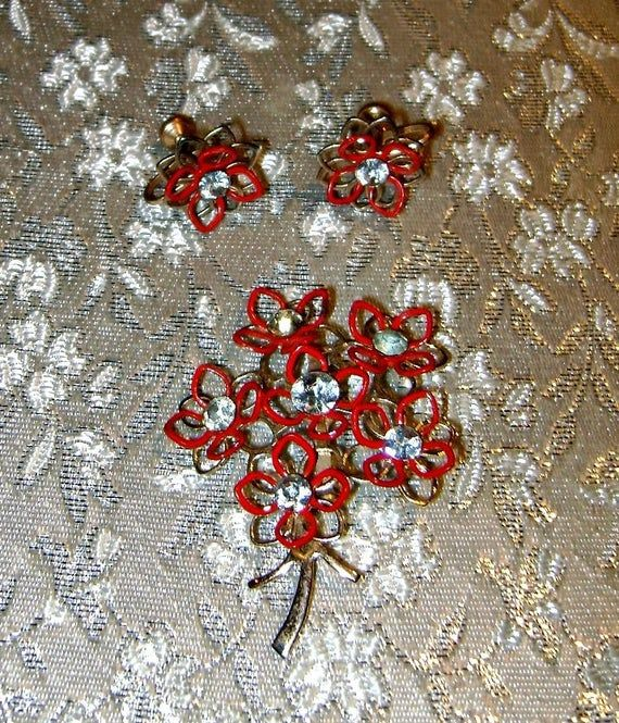 50s Vintage Red Flower Rhinestone Jewelry Gift Set Demi Parure Floral Bouquet Brooch Earrings Rockabilly Mid Century Mad Men Shabby Jewelry #vintagerhinestone