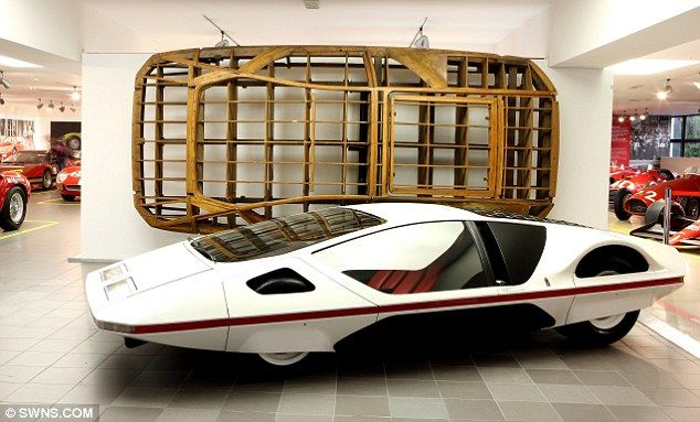 Ferrari open new exhibition showing off some of the most for Garage concept auto