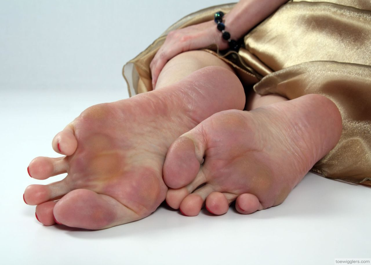 My favourite MATURE FEET AND SOLES