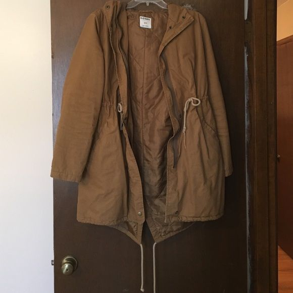 Khaki winter coat Super cute khaki winter coat with a fur trimmed hood. It has a zipper and buttons, and tie straps to tighten the waist even more. Super cute, it's just doesn't ever get super cold where I live. Great condition though! Worn only a handful of times. Old Navy Jackets & Coats Utility Jackets