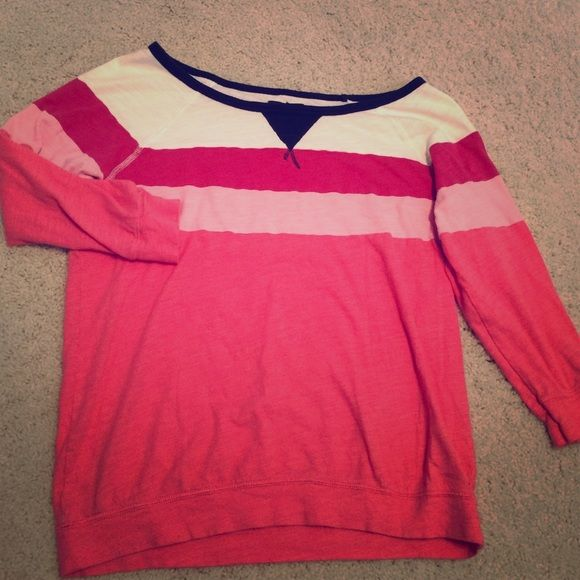 AE 3/4 Sleeve Top Fun, summer shirt! Would look great with some white shorts and Sperry's for a boat ride! It's 3/4 length sleeves and made of cotton. American Eagle Outfitters Tops