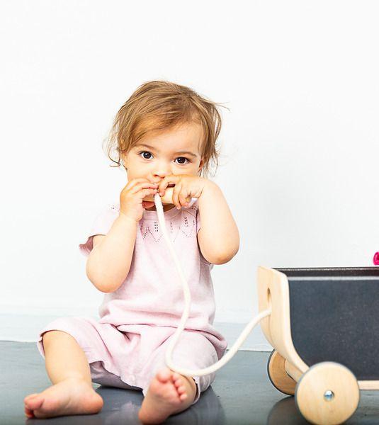 Photo of Sense Organics & Freunde in Zusammenarbeit mit GARY MASH Short Baby Knit Suit In Pink