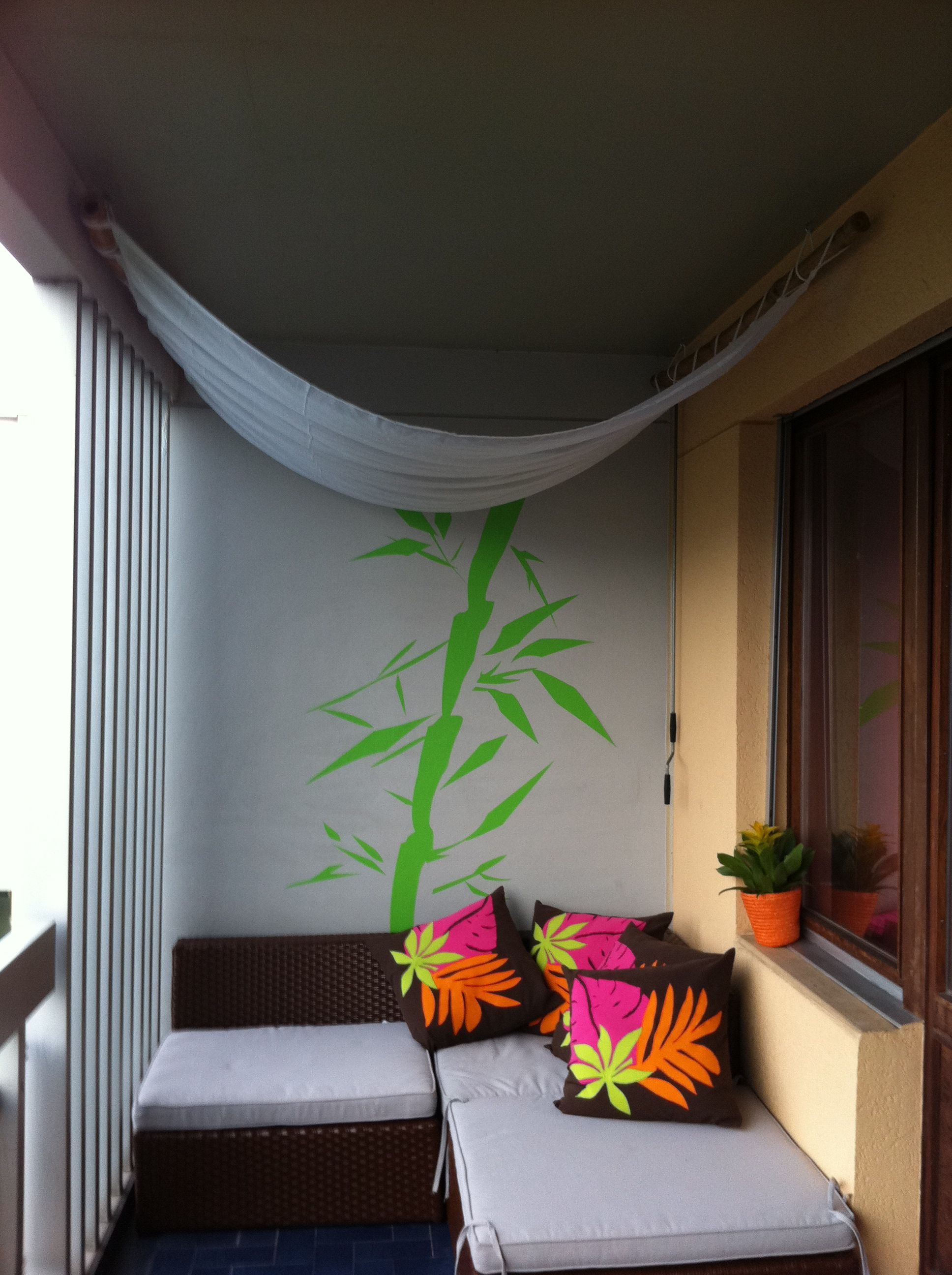 Balcony decoration diy ugly pillows sweet canopy for Terrace party decoration ideas