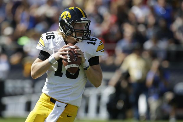 Clarity At Quarterback Helps Hawkeyes Grow Iowa Hawkeye Football Nfl Players Hawkeye Football