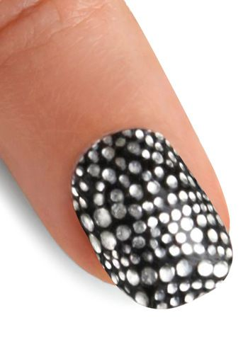 Studded nails! I love this look and am going to try to achieve it! Ahhhh!