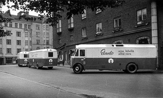 Elannon uudet myymäläautot 1950-luvulta. KORJAUS 24.7.2015: Vuosikymmen korjattu, alunperin kuvan kerrottin olevan vuodelta 1972.