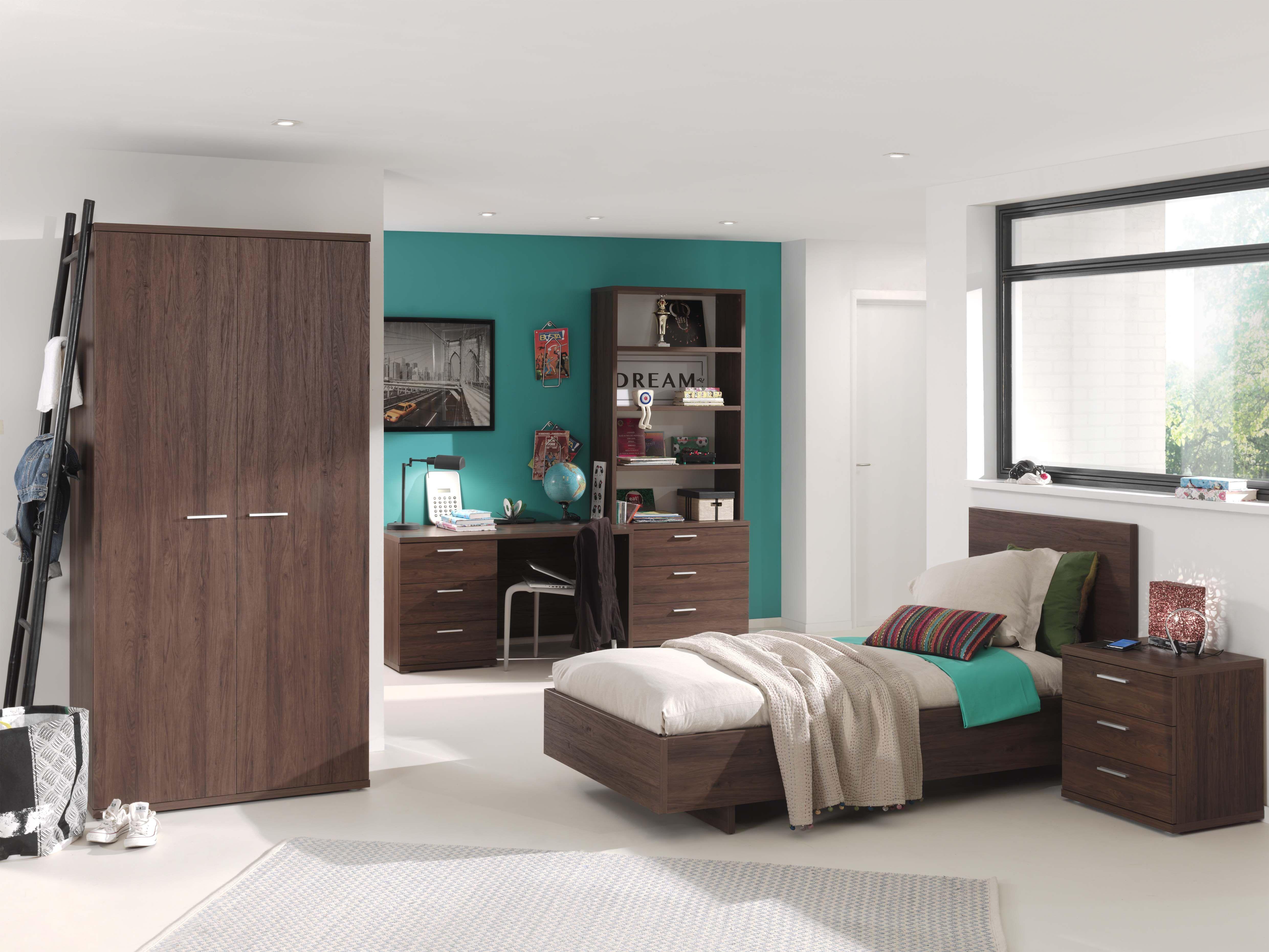 Helga - Belle chambre à coucher en décor imitation bois foncé dans ...