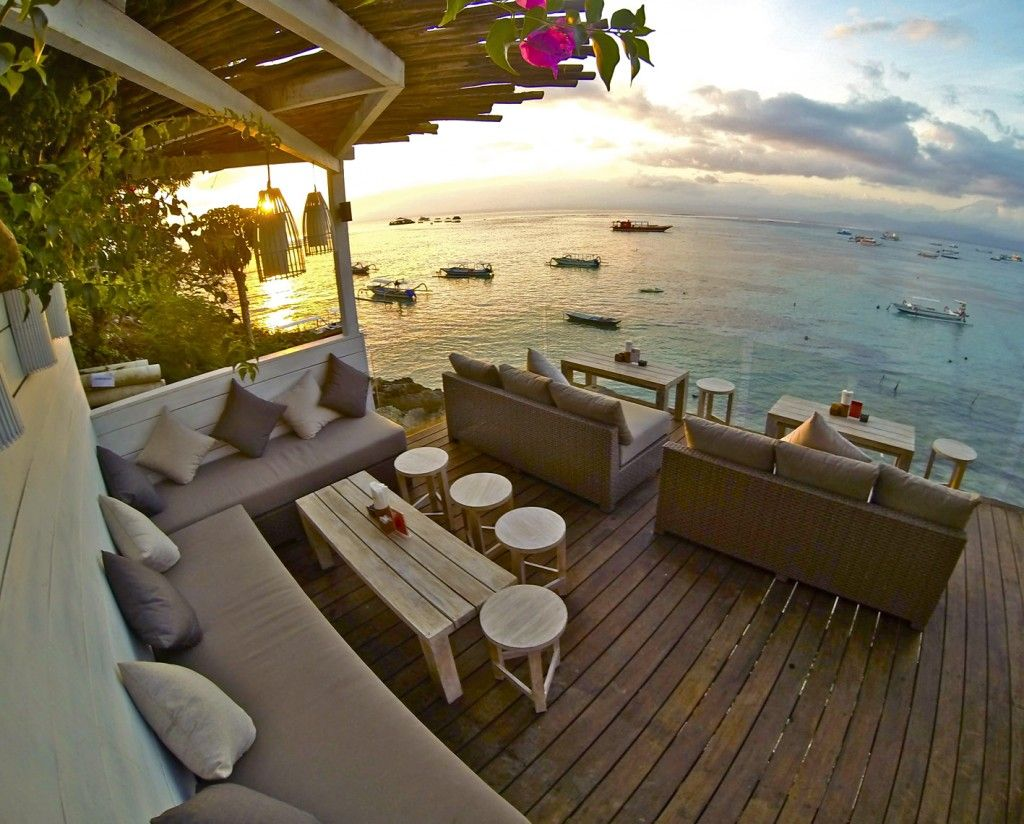 Batu Karang Lembongan Resort Day Spa Have Now Opened The Second Stage To The Deck Cafe Bar The Lower Deck Built Out Over T Bali Resort Bali Travel Bali