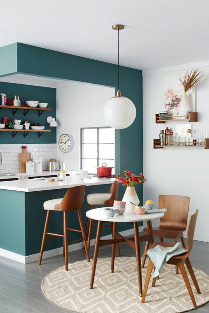 une-jolie-cuisine-bien-aménagée-avec-meubles-en-bois-foncé-et-murs ...