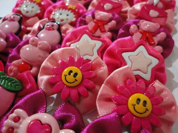 Pacote com 10 pares de laços M em tons de rosa (pink,neon e bebê). Botões sortidos conforme a foto. R$ 10,00
