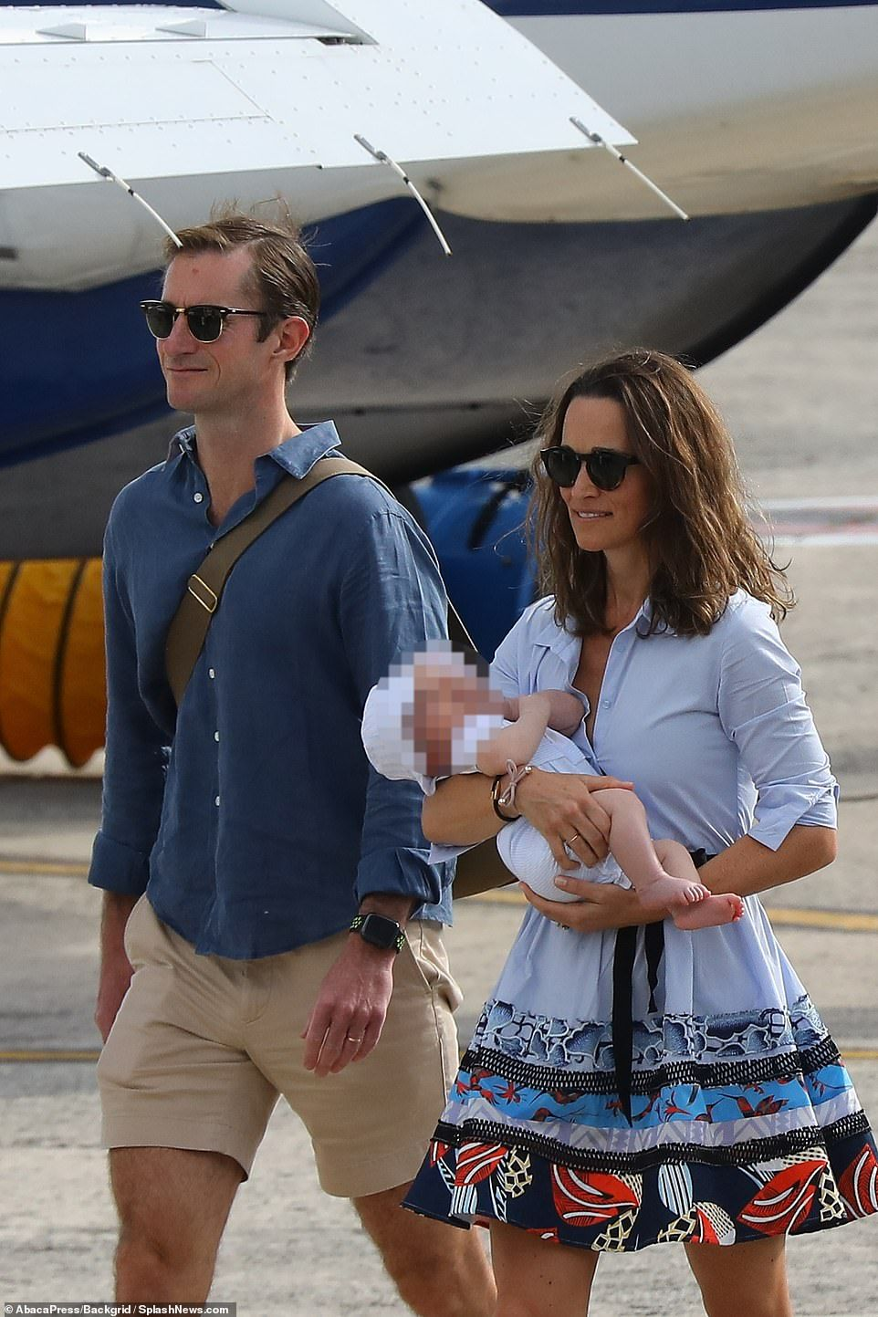 2a1981110 Pippa heads back to the UK with baby Arthur after getaway to St ...