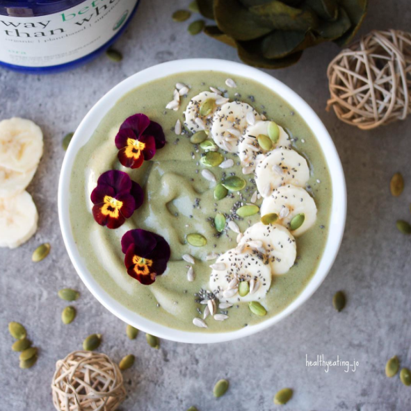 Matcha Vanilla Chai Protein Smoothie Bowl by @healthyeating_jo - Sweeter Life Club