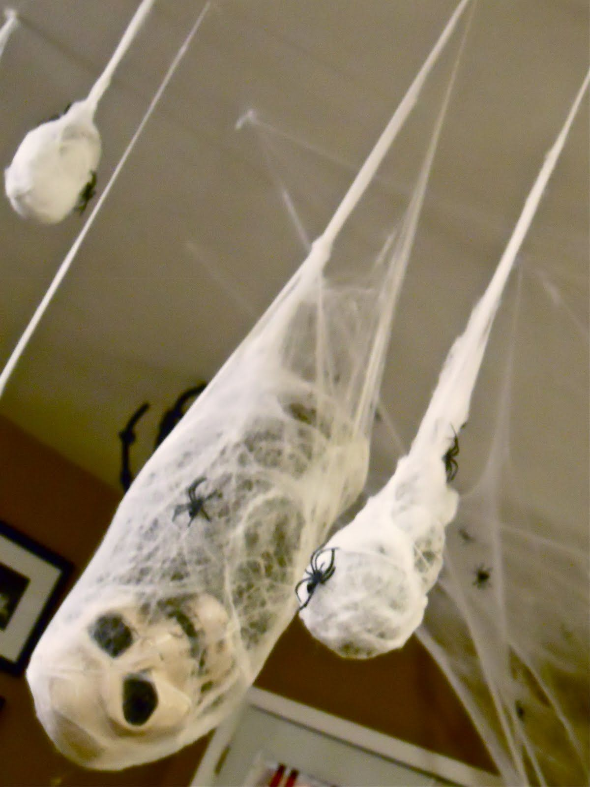 19 DIY Clever Halloween Party Decorating Tips | Dont, The skulls ...