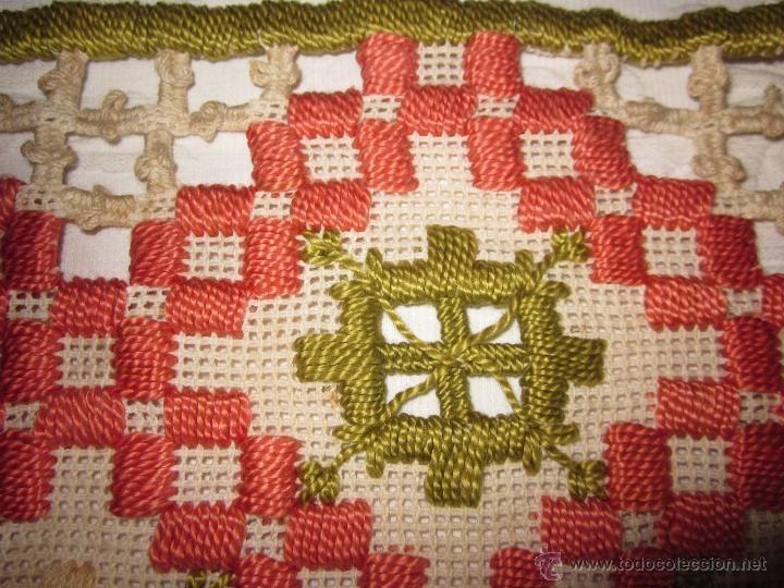 Antigüedades: Antigua pieza bordada a mano 29 x160 ccnts - Foto 3 - 49197096