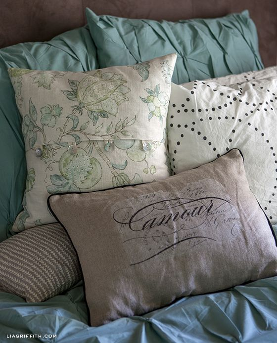 Easy DIY Envelope Pillow Covers & Easy DIY Envelope Pillow Covers | Diy envelope Pillows and Envelopes pillowsntoast.com