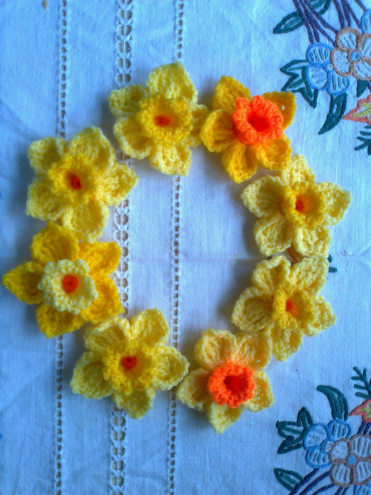 Ravelry Daffodil Broochpin Pattern By Julie Kyle Projects To Try