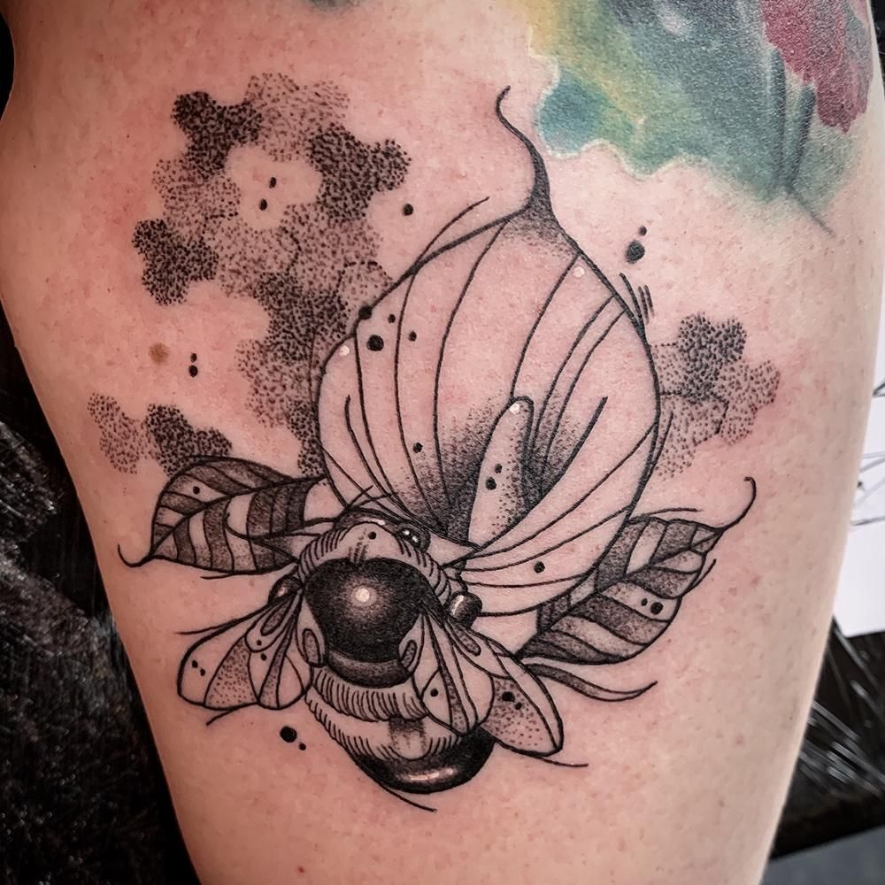 bee will protect its home at the risk of its own life, it represents loyalty and courage. #ChristopheGoossenaerts #TattooAwards #TattooIdeas #BeeTattoos #RealismTattoos #Black&GreyTattoos