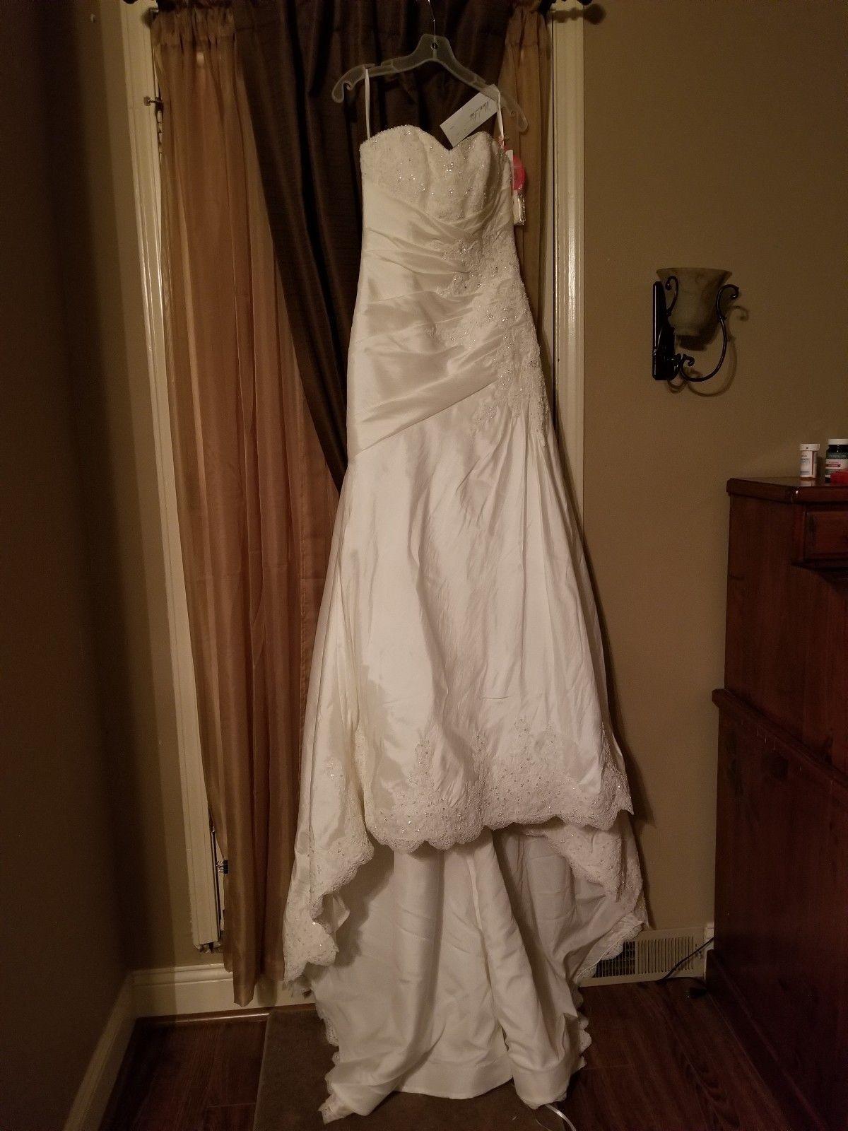 Size 8 wedding dress  wedding dress never worn never altered brand is Maori lee size