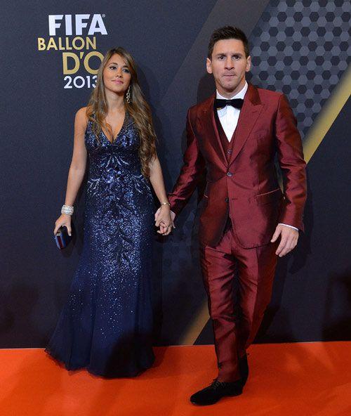 Las Contagiosas Lágrimas De Ronaldo Y El Embarazo De Pilar Rubio Las Sorpresas Del Balón De Oro Lionel Messi Formal Dresses Long Messi