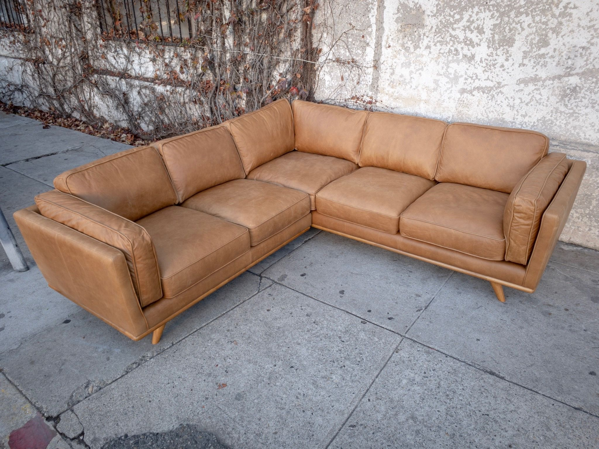 Melt Into Your Very Own Butterscotch And Caramel Leather Dream This Corner Sofa Is A Beautiful Example Of Modern Furn Leather Sectional Sectional Stylish Sofa
