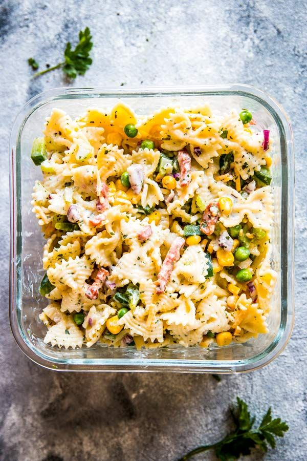 Bacon Ranch Pasta Salad is the creamy pasta salad you've been waiting for. With a delicious dressing and lots of bacon, cheese and yummy vegetables in this salad, this is the side dish your next BBQ party needs. Try it this weekend - it will be the star of the buffet! | #recipe #easyrecipes #pasta #pastarecipes #pastasalad #sidedish #summer #summerrecipes #bbq #picnic #bbqparty #potluck #potluckrecipes #bacon #cheese #ranch