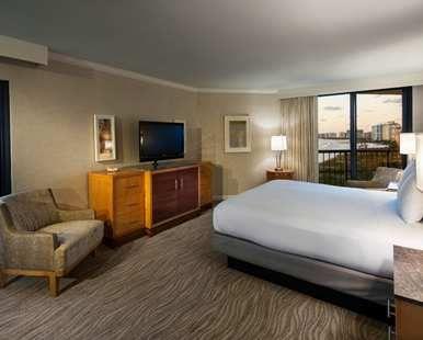 Hilton Marco Island Beach Resort And Spa Hotel Fl One Bed Suite Gulffont View Beach Island Resort Marco Island Beach Florida Hotels