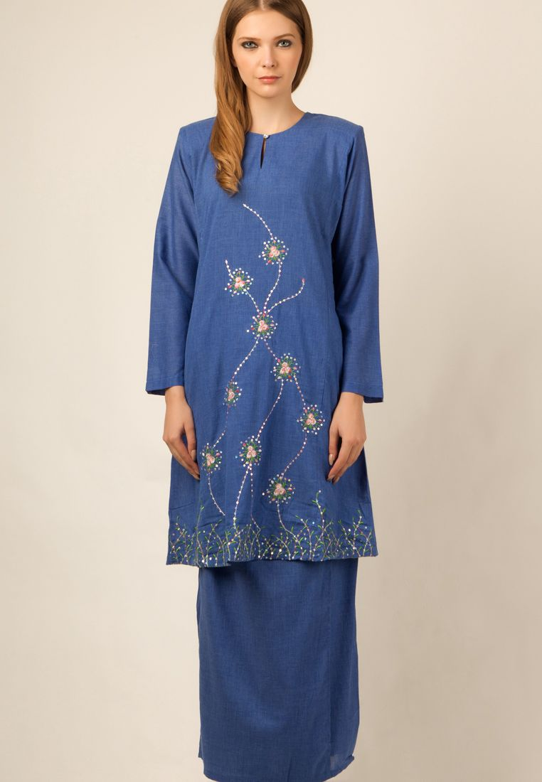The Baju Kurung By First Lady Is A Baju Kurung Pesak Made Of