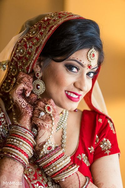 Indian Bridal Portrait Http Www Maharaniweddings Com Gallery Photo 725 Indian Wedding Photography Couples Indian Wedding Photography Poses Indian Bride Poses