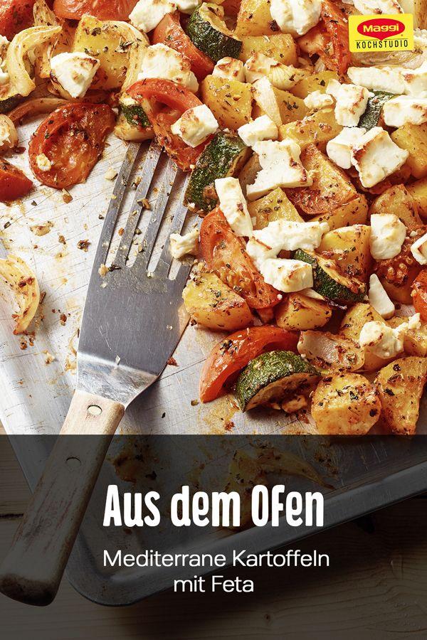 Mediterrane Kartoffeln vom Blech mit Zucchini, Tomaten, Zwiebeln und Fetakäse bringen den Sommer zu dir nach Hause auf den Tisch. Dieses leichte Rezept lässt sich gut vorbereiten und eignet sich auch für mehrere Personen. #maggikochstudio #einfachkochen #selbermachen #mediterran #kartoffeln #feta #ofengericht #überbacken #lecker #food #maggi #gutenappetit