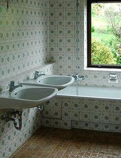 Renovierungsbedurftiges Bad Vor Dem Fliesen Lackieren Badewanne Streichen Jaegerlacke Badrenovie Badewanne Streichen Fliesen Lackieren Badezimmer Streichen
