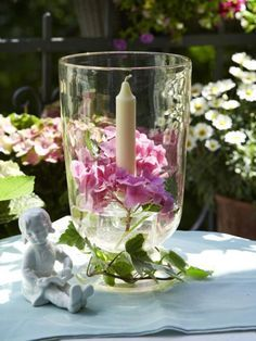 Blumen Und Kerzen, Unsere Lieblingskombination Im Sommer. Heute Abend Sorgt  Dieses Zauberhafte Windlicht Für Das Richtige Licht. So Einfach Geht Es U003eu003eu003e