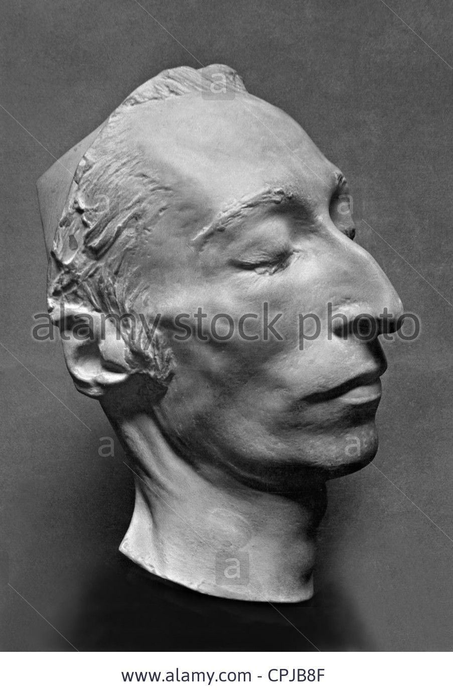 The death mask of Vysotsky was sold for 55 thousand euros. 25.11.2015 36