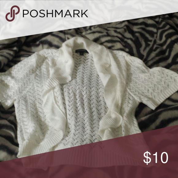 Short sleeve cardigans 10/10 Size med-large jouniors Sweaters