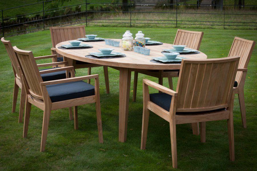 Table ovale en vieux teck massif pour tous vos repas pris au ...
