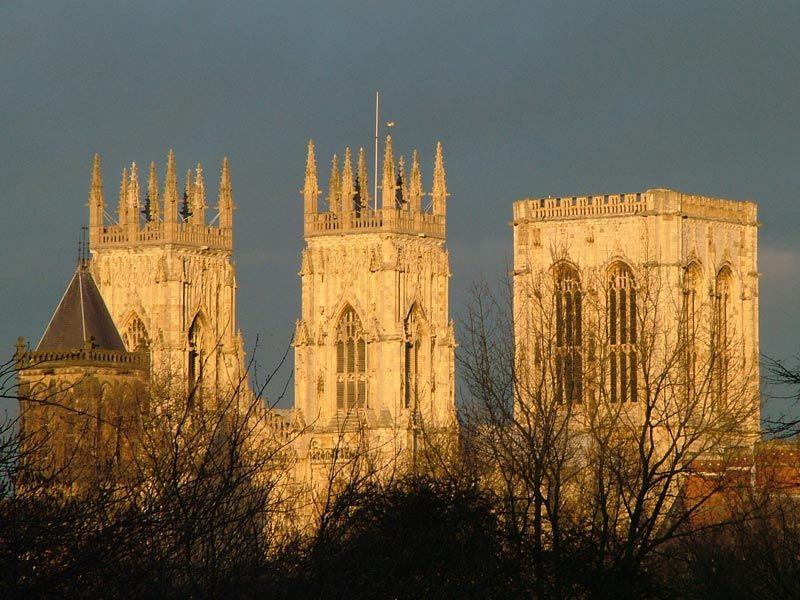 York-Minster-N-Yorks-Towers.jpg (800×600)