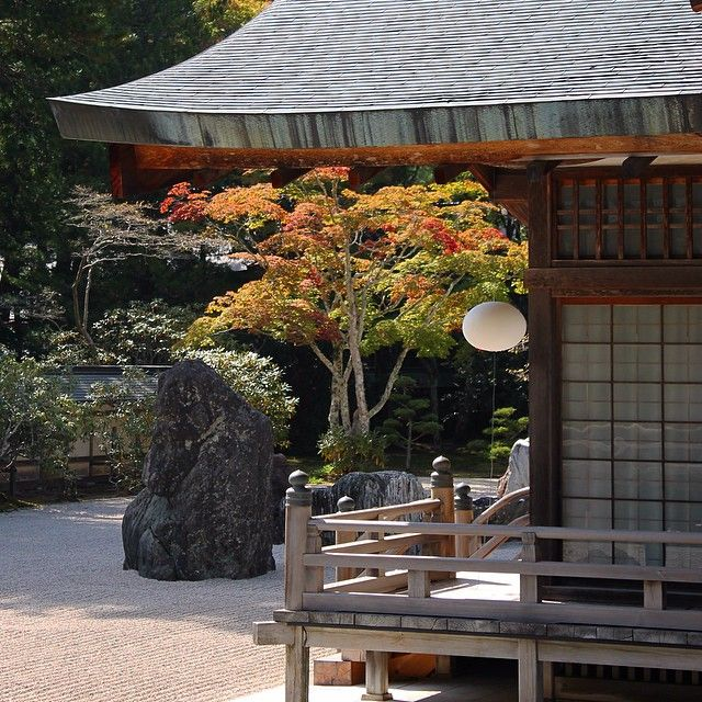 Mt Koya in the Wakayama prefecture is higher in altitude, hence some of the leaves turning. This is a glimpse of the Banryutei rock garden in the Kongobuji Temple.