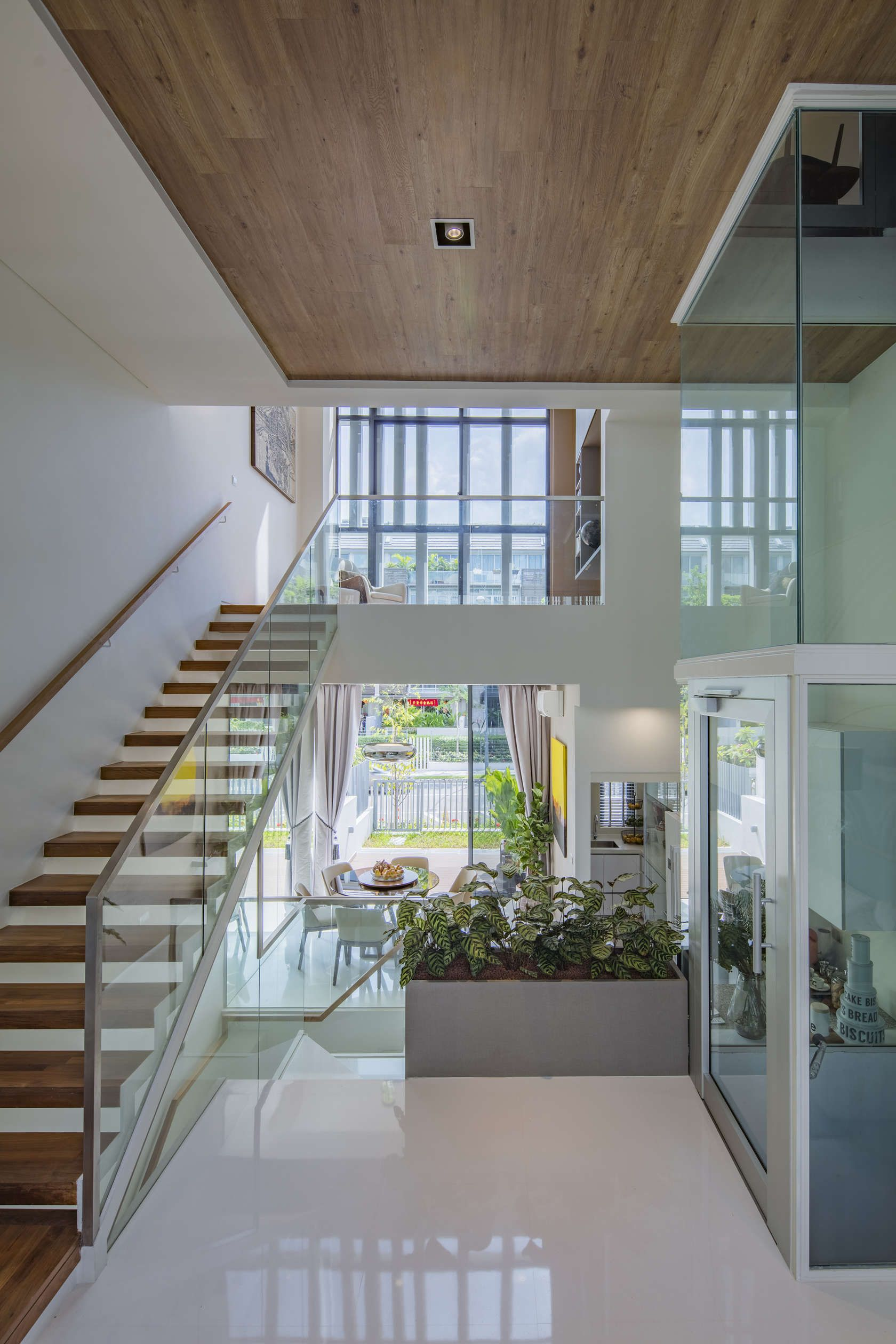 Designed by Singapore-based architects AD LAB Pte Ltd, Charlton 27 is a 27-unit cluster terrace project in the heart of the tropical city-state. The architec...